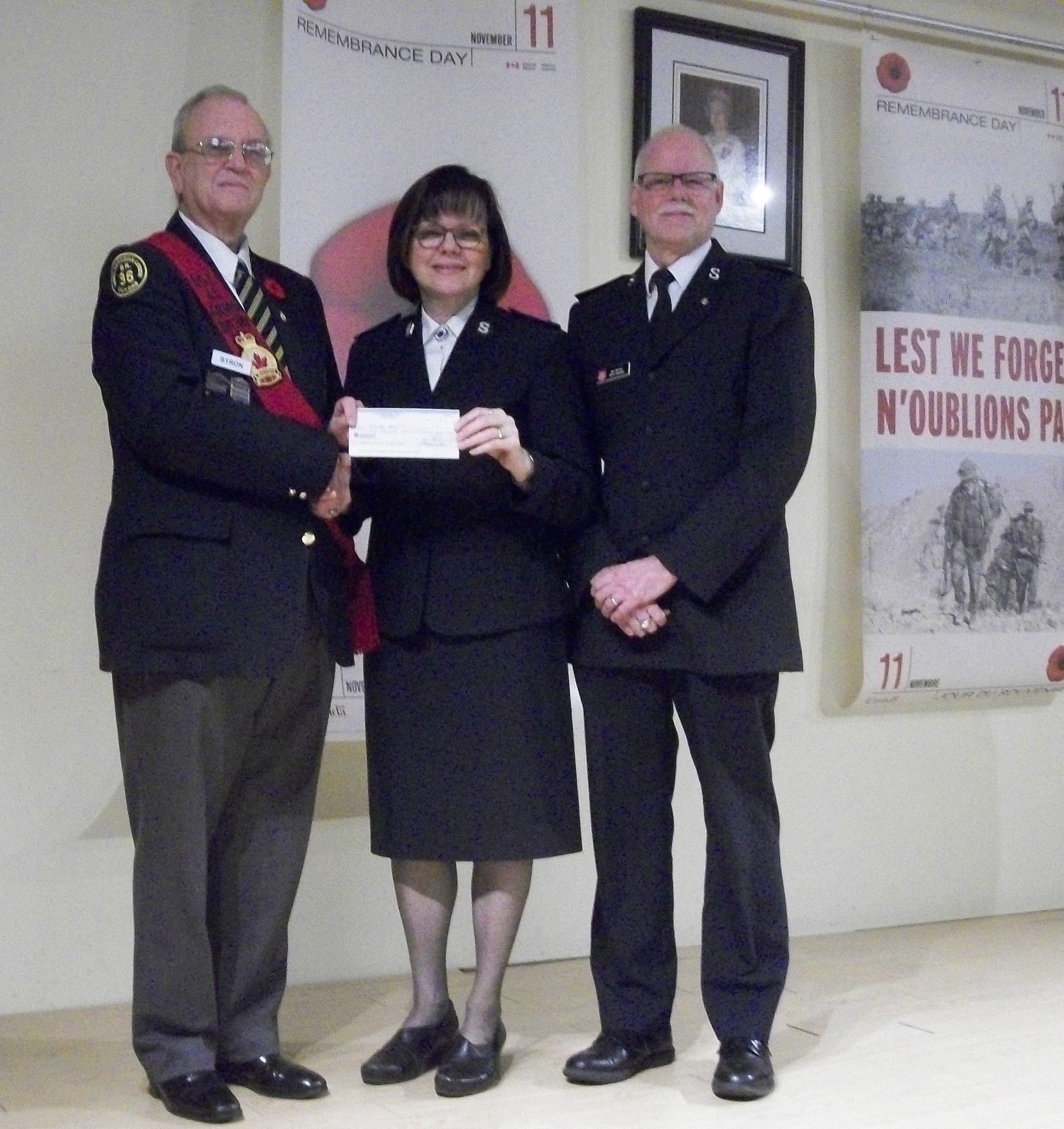 http://br36dundas.org/2018RemembranceChequepresentations/2018RemembranceChequepics/2018%20SALVATION%20ARMY.jpg